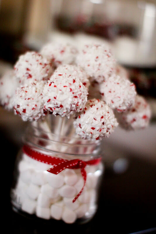 Ally & Hudson's gingerbread party | christmas party ideas | holiday party ideas | gingerbread house party | gingerbread themed party ideas | how to host a christmas party | || JennyCookies.com #gingerbreadhouse #gingerbreadparty #christmasparty #holidayparty #kidsparty