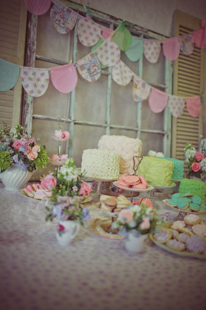 Ally's 6th Birthday | Mary Poppins Tea Party! | How to Host a Mary Poppins Birthday Party | mary poppins themed party | girl birthday party ideas | mary poppins party decor | themed birthday party ideas | kids birthday party ideas | diy tea party || JennyCookies.com #marypoppins #teaparty #birthdaypartyideas #kidsbirthdayparty
