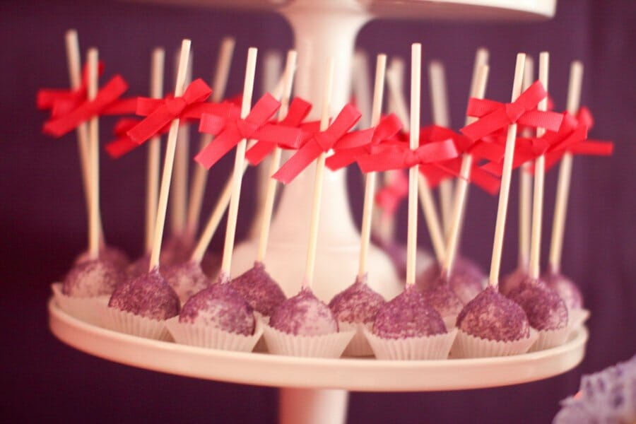 How to Throw a Pink and Purple Themed Birthday Party | girl birthday party ideas | toddler birthday party ideas | parties for kids | kids birthday party ideas | birthday party decor | how to decorate a toddler birthday party || JennyCookies.com #kidsparty #kidsbirthdayparty #toddlerbirthday #partydecor
