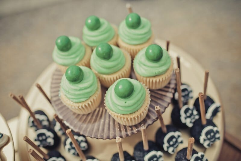 Peter Pan Birthday Party | themed birthday parties for boys | birthday party ideas for boys | Peter Pan themed party | Peter Pan party ideas | how to decorate for a Peter Pan party || JennyCookies.com
