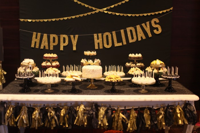 A CHIC BLACK & GOLD HOLIDAY PARTY