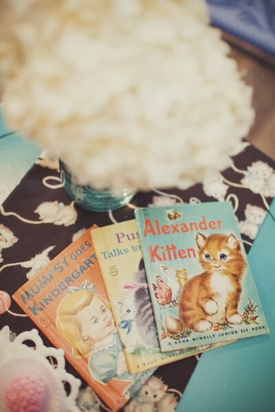 Ally Cat is 8 | Vintage Kitten Party | kids birthday party ideas | kitten themed party ideas | girls birthday party ideas | fun birthday party ideas || JennyCookies.com #kidsbirthdayparty #kidspartyideas #kittenthemedparty