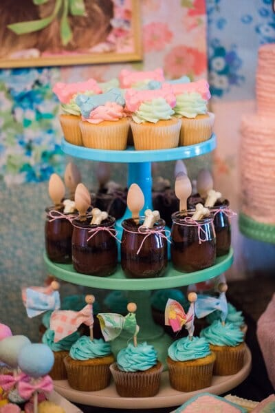 Vintage Puppy Party | puppy themed parties | party dessert table ideas | girl birthday party ideas | kids birthday parties | diy birthday party ideas | diy dessert tables || JennyCookies.com #puppypartyideas #kidsbirthday #desserttables | Jenny Cookies