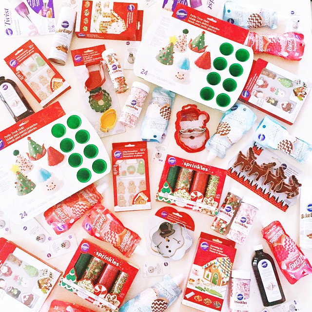 Happy Mail Day! Can't wait to play with all these fun @wiltoncakes holiday products!!