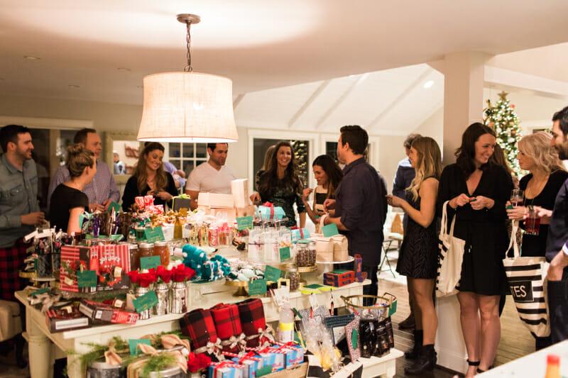 How to Host a Holiday Favorite Things Party | holiday party ideas | Christmas party ideas | party ideas for the holidays | party ideas for Christmas | hosting a holiday party || JennyCookies.com #holidayparty #christmasparty #favoritethingsparty #holidayhosting
