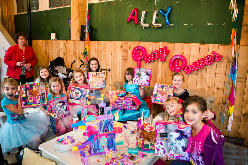 How to Host a My Little Pony Birthday Party | my little pony themed party | girl birthday party ideas | my little pony party decor | themed birthday party ideas | kids birthday party ideas | diy my little pony party || JennyCookies.com #mylittlepony #birthdaypartyideas #kidsbirthdayparty