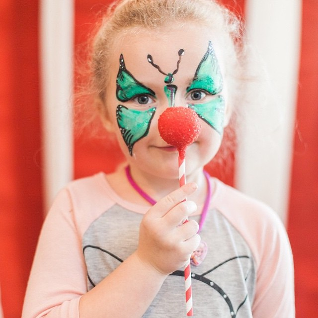Made my cake pops a little larger than normal, sprinkled them with red sanding sugar and created a super fun photo booth prop for @kcbowie's carnival party...Clown Nose Cake Pops!! ??#kcbphotography