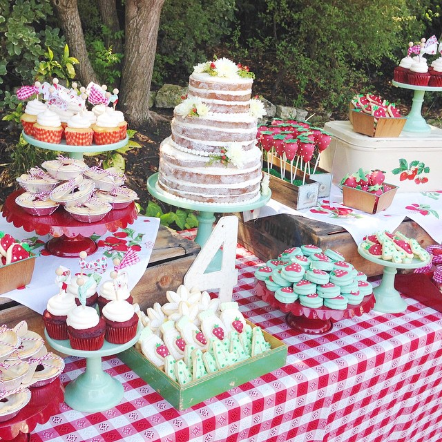 One of my favorite dessert tables! So cheery!! @tiffanithiessen @bradysmithhere #tbt