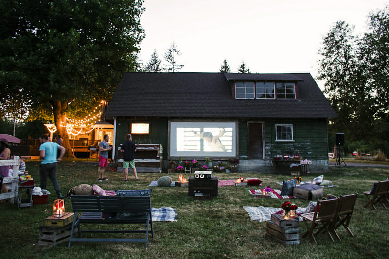SeattleWeddingPhotographer_LauraMarchbanks_JennyKeller_OutdoorMovieNight_116