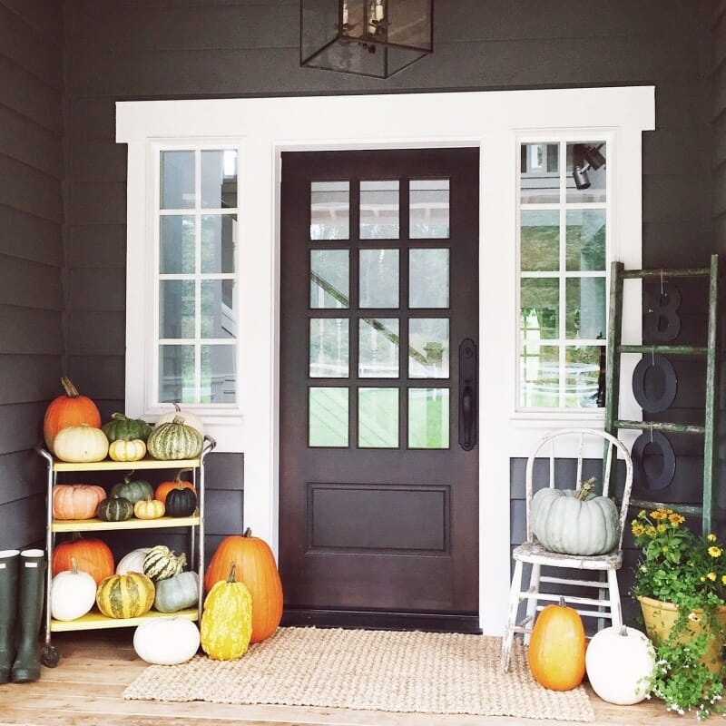 How to Decorate a Fall Porch | fall decorating tips | decorating for fall | outdoor fall decor | porch decor for fall | outdoor decor for fall | fall outdoor decorating tips | fall porch decorating tips || JennyCookies.com