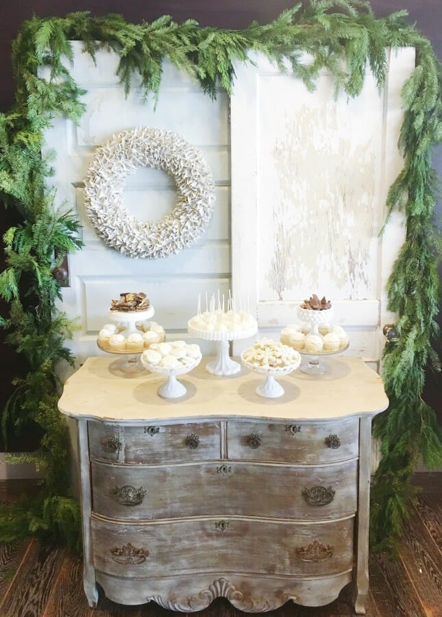 Santa's Secret Workshop | holiday party ideas | Christmas party ideas | party ideas for the holidays | party ideas for Christmas | hosting a holiday party || JennyCookies.com #holidayparty #christmasparty #santasworkshop  #holidayhosting