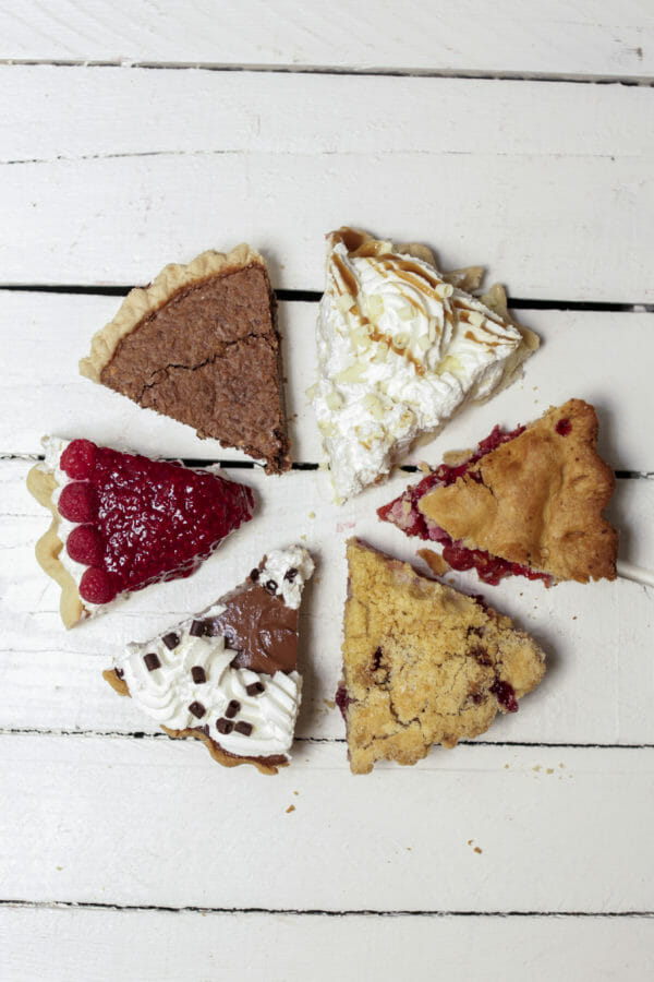 Pie and Coffee Party | holiday party ideas | Christmas party ideas | party ideas for the holidays | party ideas for Christmas | hosting a holiday party || JennyCookies.com #holidayparty #christmasparty