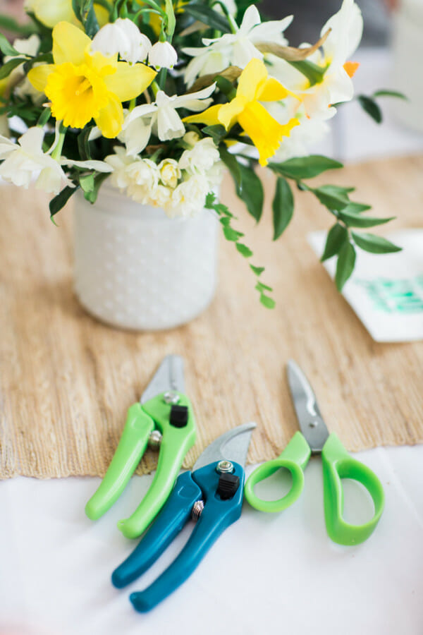 Spring Flower Arranging Ladies Lunch | ladies lunch ideas | spring party ideas for adults | spring parties for women | spring inspired parties || JennyCookies.com #springparty #ladieslunch #partyideas
