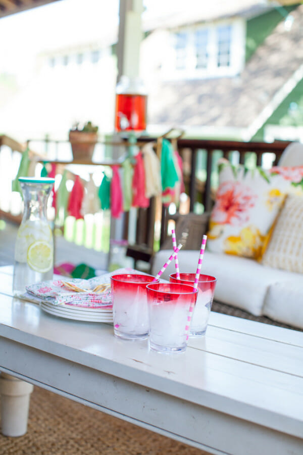 How to Host a Porch Party | outdoor party ideas | outdoor party tips | how to host an outdoor party | summer party tips | summer party ideas | fun outdoor parties for summer | hosting an outdoor party || JennyCookies.com #springparty #summerparty #porchparty #partyideas #jennycookies