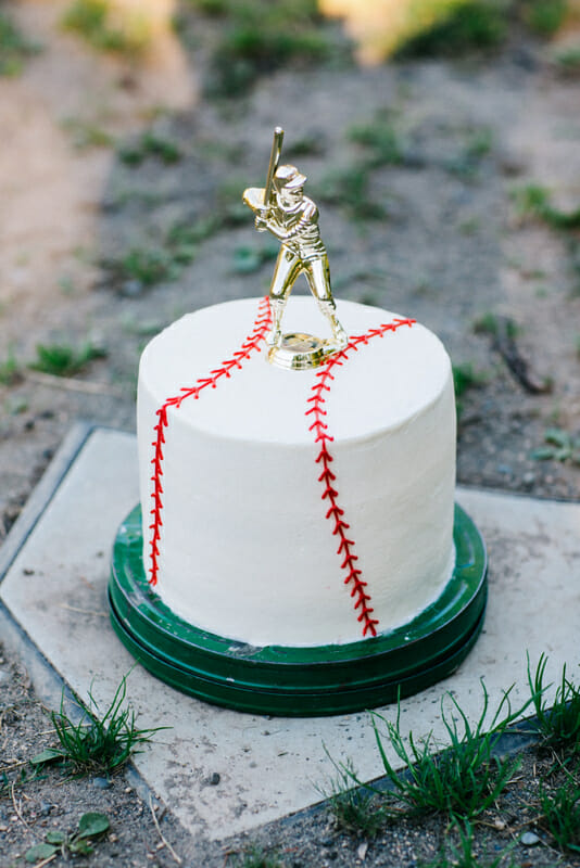 How to Host a Baseball Themed Party | baseball party ideas | ideas for a baseball themed party | boy themed party ideas | summer party ideas || JennyCookies.com