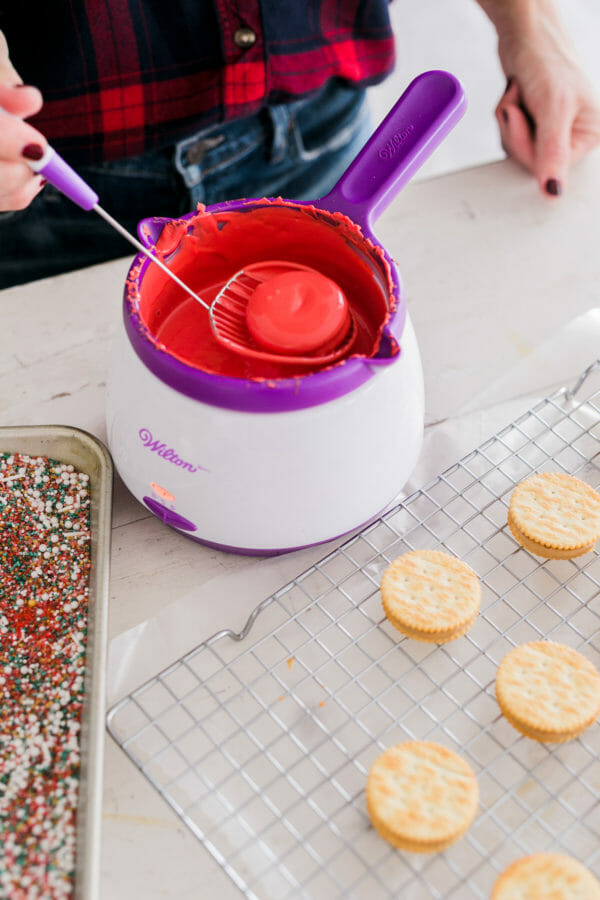 Our Peanut Butter Christmas Crunch Cookies are so easy! With Ritz crackers and peanut butter, you can throw these together in no time. Add these to your holiday baking list! || JennyCookies.com #holidaydesserts #christmasdesserts #christmasrecipes