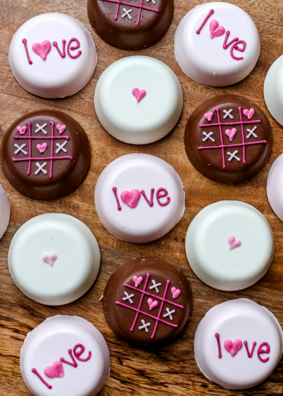 Be Mine | The sweetest Valentine | Valentine's Day dessert ideas | Valentine's Day cookies | Valentine's Day cakes | Valentine's Day sweets || JennyCookies.com #valentinesdaysweets #valentinesdaydesserts #vdaycookies