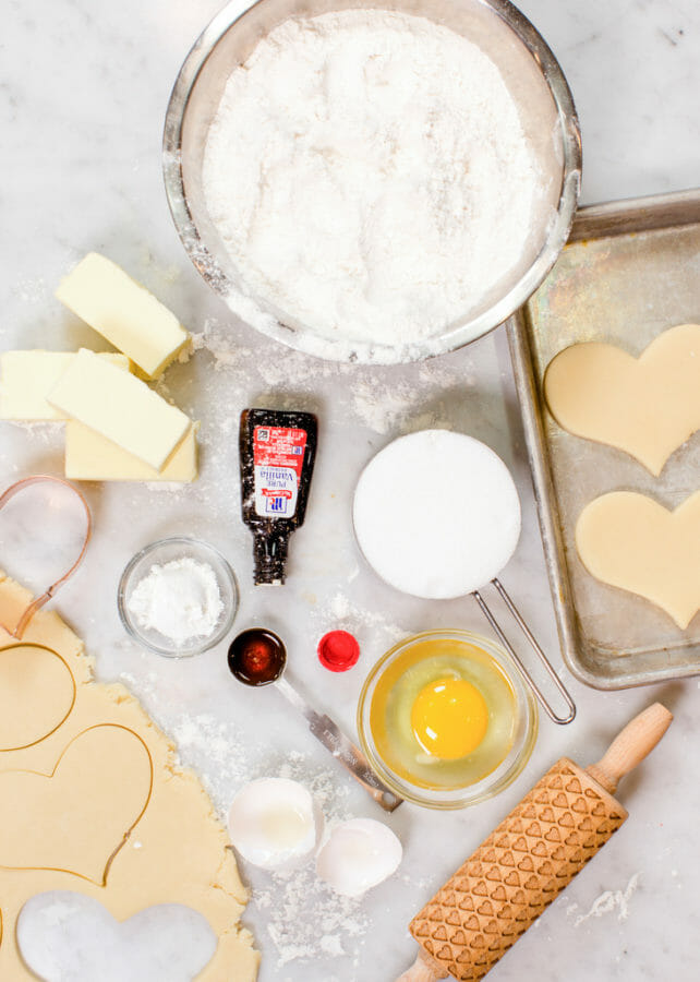 Buttercream Sugar Cookie Hearts | valentine sugar cookie recipes | valentine cookie recipes | buttercream icing for cookies | easy valentine desserts | how to frost valentine cookies || JennyCookies.com and @mccormickspices #buttercreamicing #valentinecookies #valentinedesserts #jennycookies