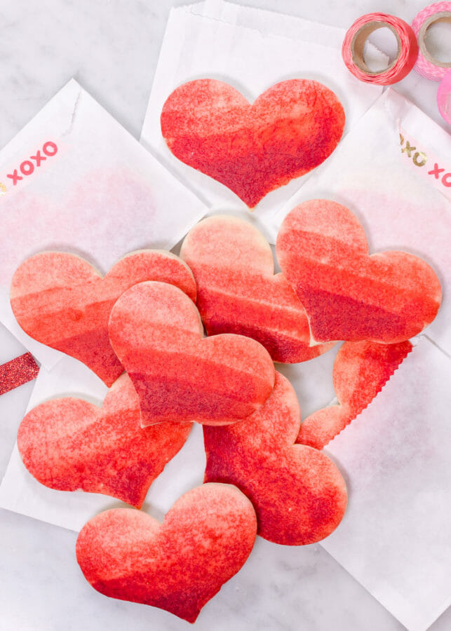 Painted Sugar Cookies | | valentine sugar cookie recipes | valentine cookie recipes | painted cookie recipes | easy valentine desserts | how to decorate valentine cookies || JennyCookies.com and @mccormickspices #paintedcookies #valentinecookies #valentinedesserts