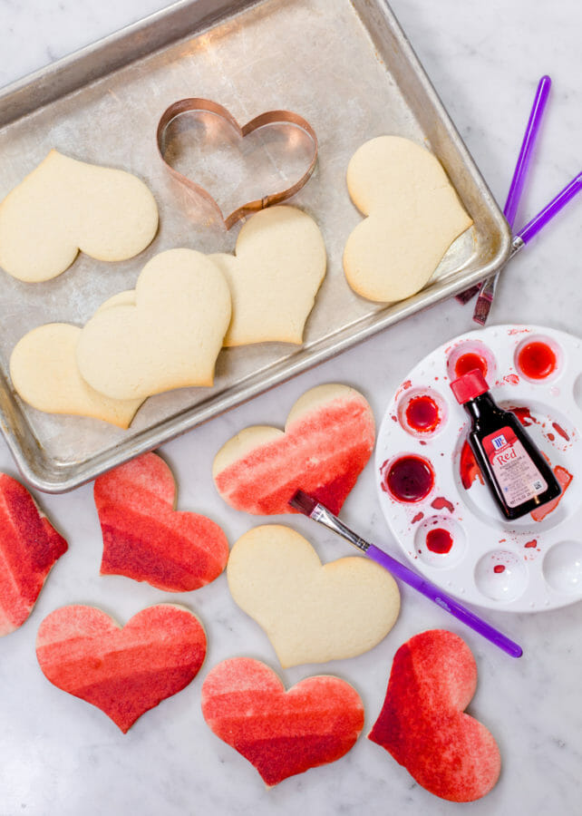 Painted Sugar Cookies | | valentine sugar cookie recipes | valentine cookie recipes | painted cookie recipes | easy valentine desserts | how to decorate valentine cookies || JennyCookies.com and @mccormickspices #paintedcookies #valentinecookies #valentinedesserts #jennycookies