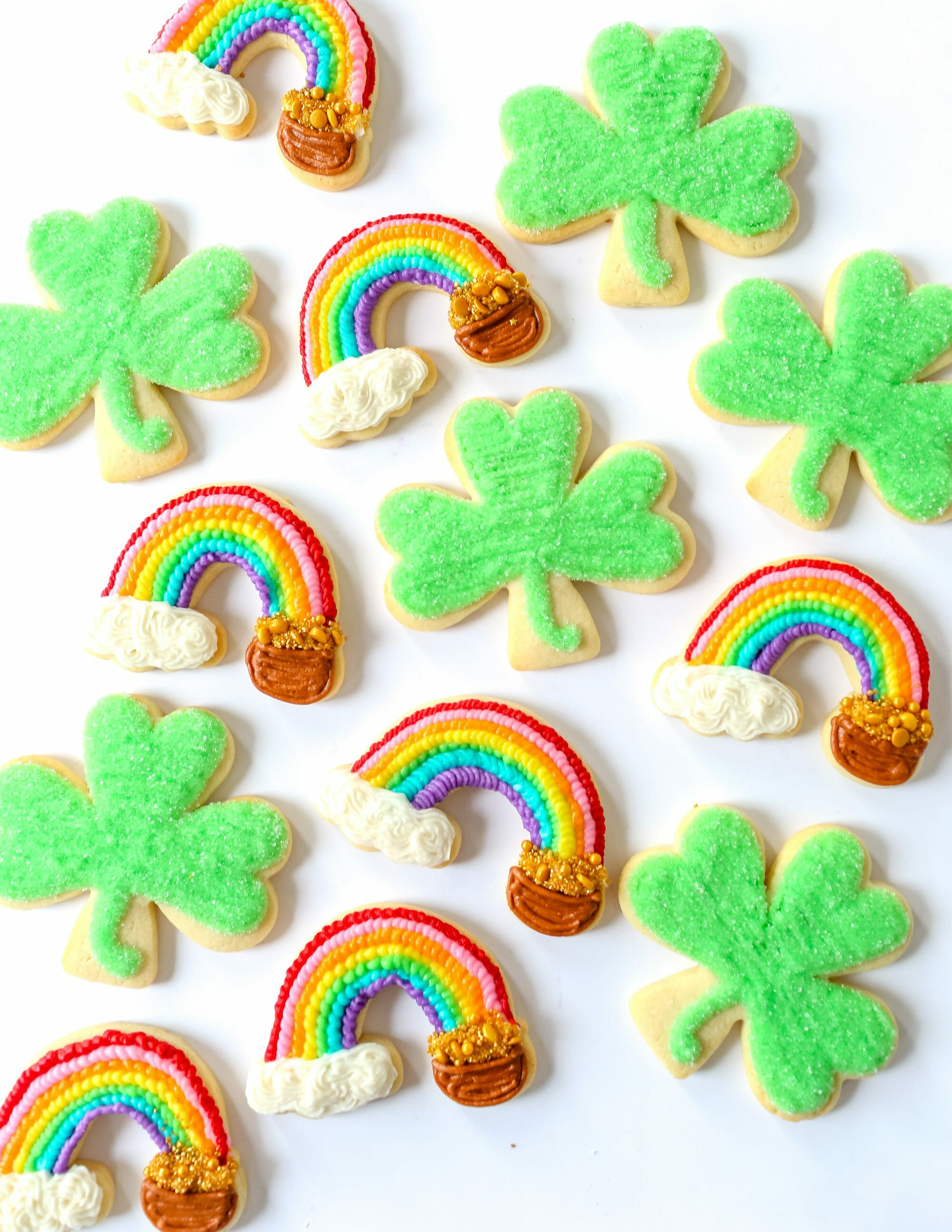 St Patrick's Day Sugar Cookies | st. Patrick's day dessert recipes | st. Patrick's day treats | homemade cookie recipes | st. Patrick's day food || JennyCookies.com #stpatricksday #cookierecipe #sugarcookies