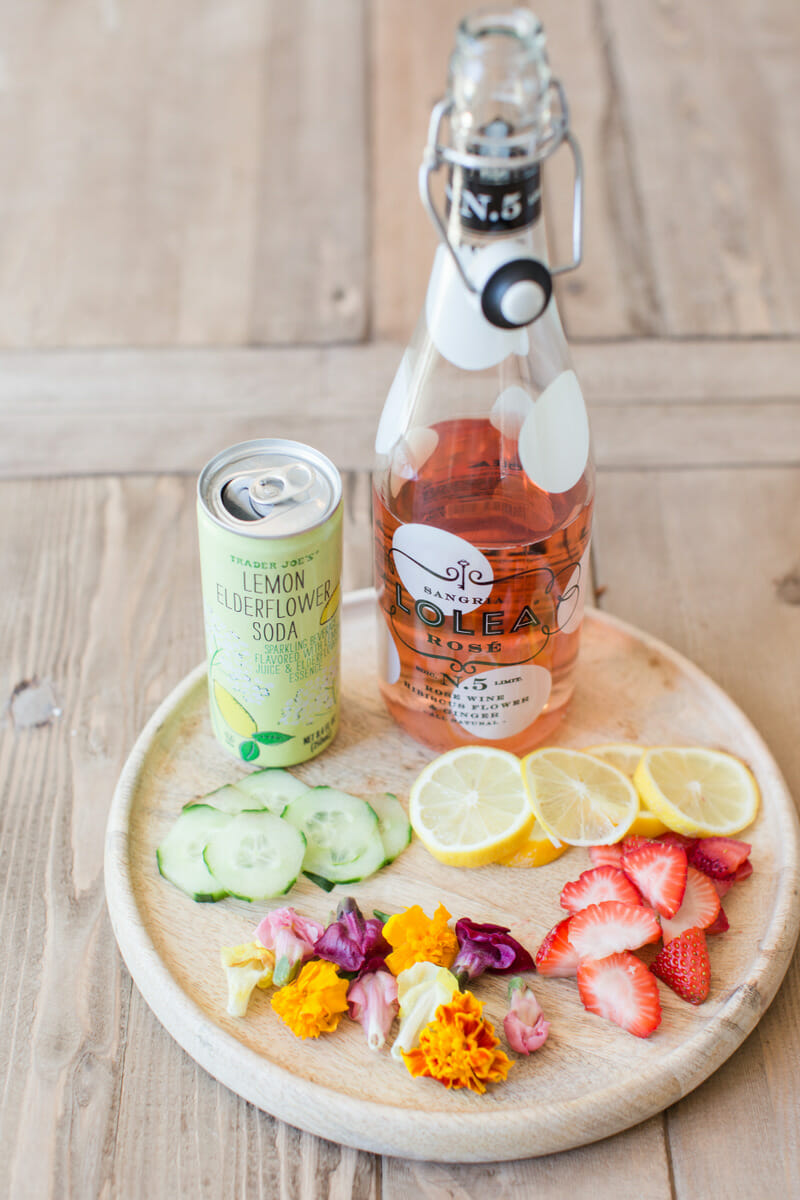 Elderflower Rose Cocktails | homemade cocktail recipes | summer drink recipes | elderflower rose recipes || JennyCookies.com #recipes #cocktails #elderflower #summerdrinks #summercocktail #jennycookies