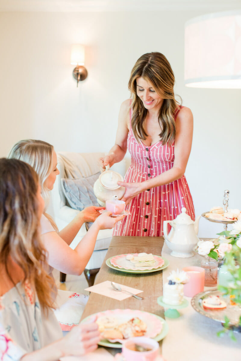 How to Host a Ladies Tea Party | Mother's Day tea ideas | Mother's Day party ideas | party hosting tips | tea party decor | tea party food recipes || JennyCookies.com #ladiestea #teaparty #partyhosting #diyparty #mothersday #mothersdaytea