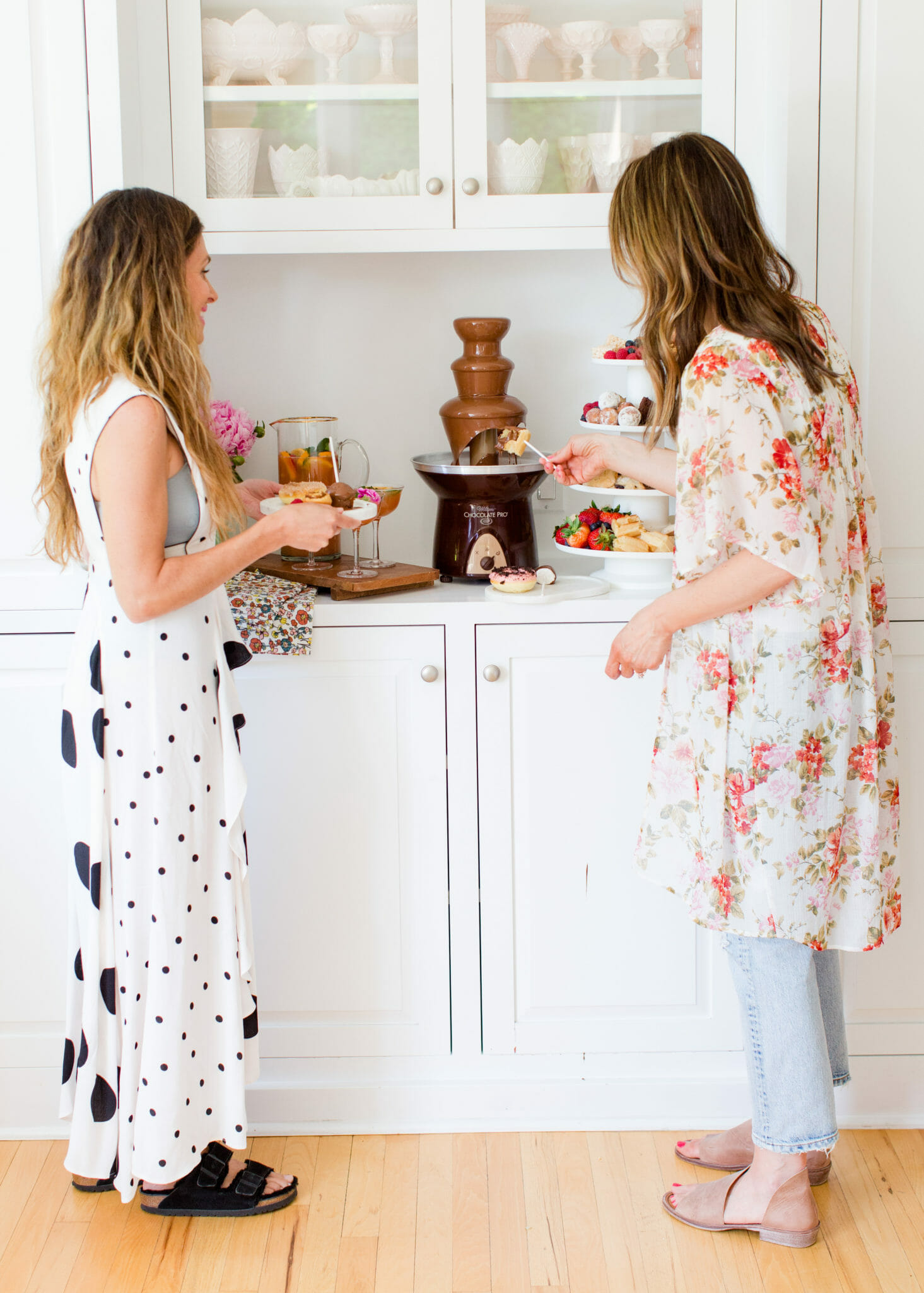 Tips for Hosting a Celebration Brunch || JennyCookies.com #brunch #partyideas #summerbrunch #entertaining #entertainingtips