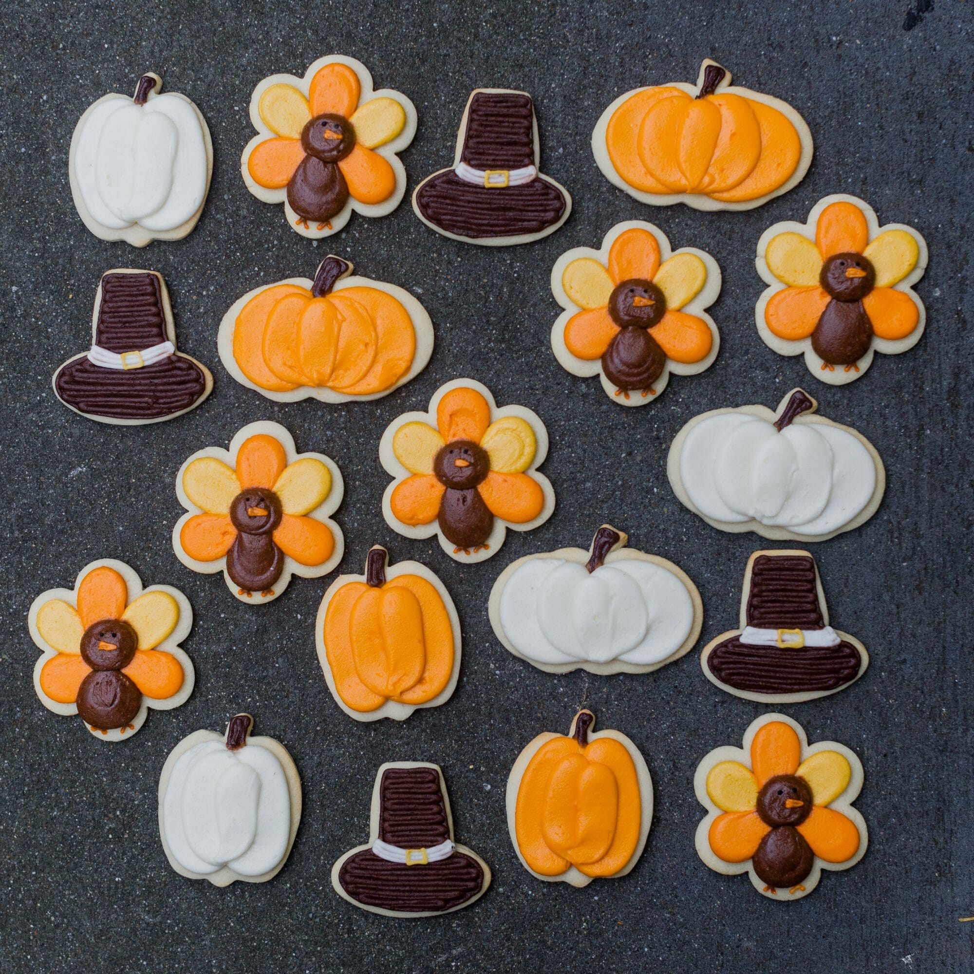 Thanksgiving at Jenny Cookies Bake Shop || JennyCookies.com #thanksgiving #thanksgivingcookies #decoratedcookies #jennycookies
