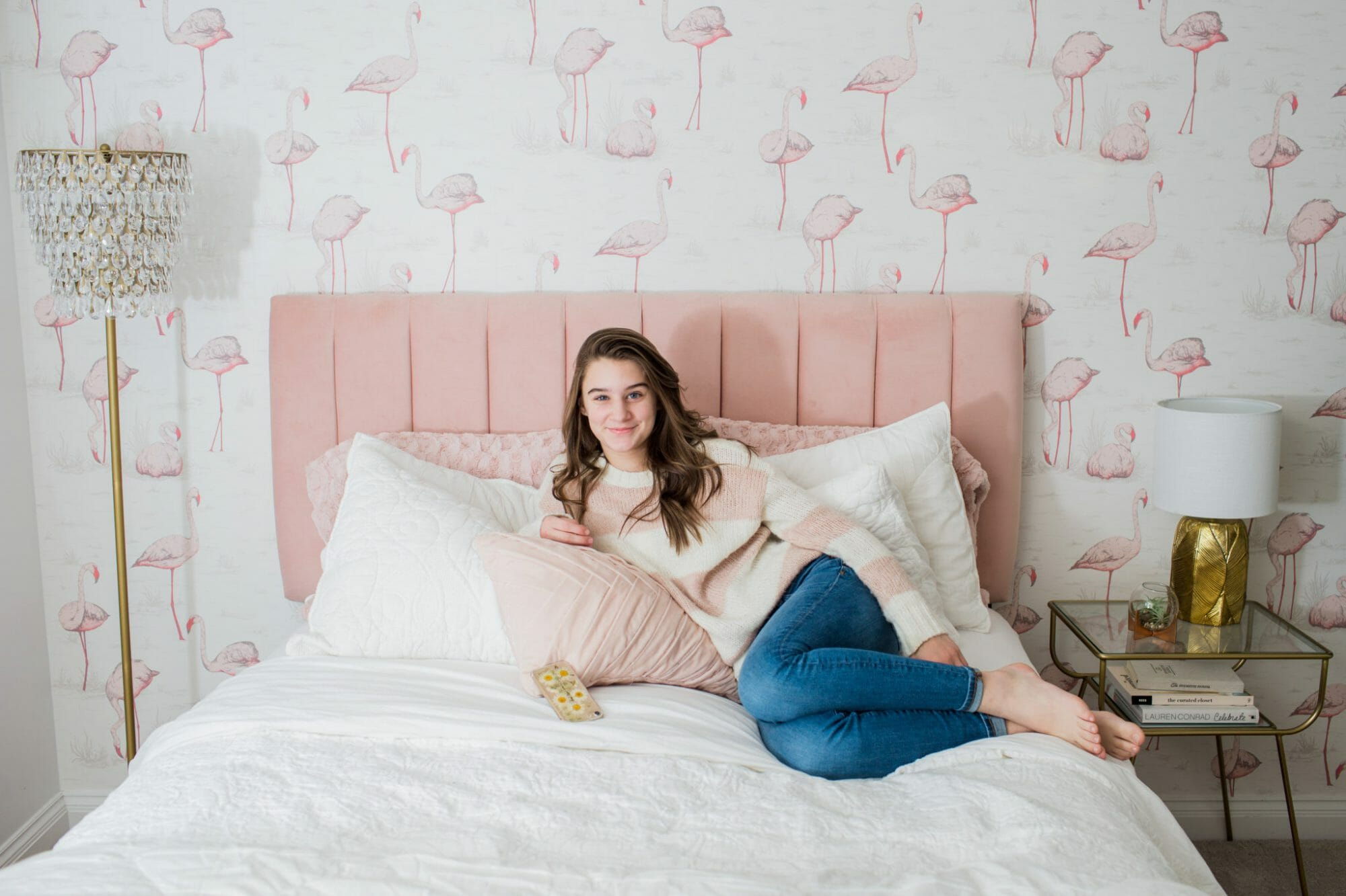 Teen Girl Bedroom Ideas | how to decorate a teen bedroom | feminine teen bedroom decor || JennyCookies.com #teenroom #bedroomdecor #femininebedroom #homedecor #jennycookies